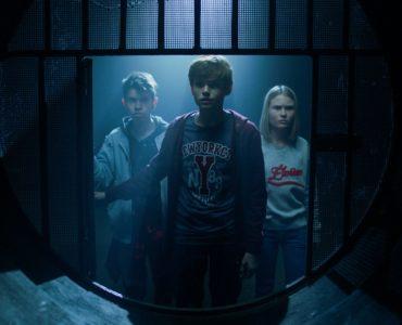 Egor (Oleg Chugunov) durchschreitet in Baba Yaga mit seinen Freunden dunkle Gänge auf der Suche nach der geheimnisvollen und blutrünstigen Hexe.