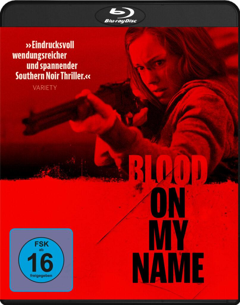 Bethany Anne Lind legt auf dem rot-schwarzem Cover von Blood on My Name mit dem Gewehr an