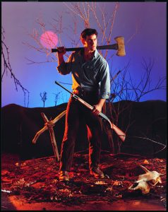 Bruce Campbell ist auf alles gefasst in Tanz der Teufel von 1981