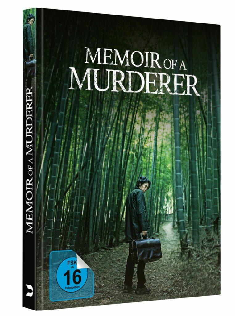 Das Mediabook zu Memoir of a Murderer zeigt Byeong-Soo in einem Bambuswald stehend. Er sieht über seine Schulter und hält eine Aktentasche.