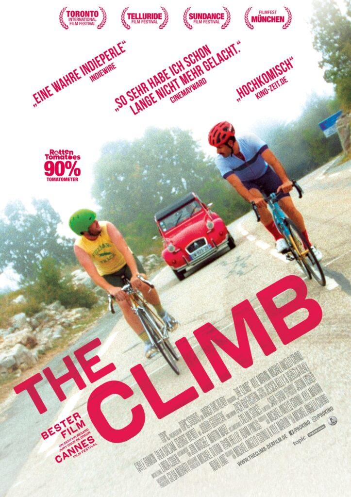 Das Kinoplakat von The Climb zeigt die beiden Protagonisten auf dem Fahrrad einander zublickend. Im Hintergrund nähert sich ein rotes Auto.