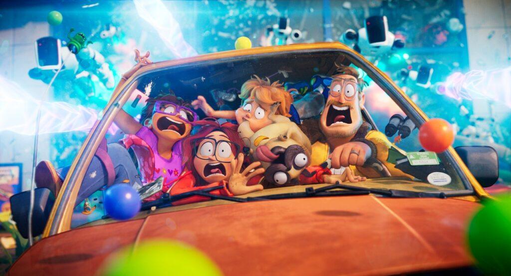 Die Familie Mitchell hat sich panisch in ihr Auto gequetsch, um vor kleinen Robotern zu fliehen