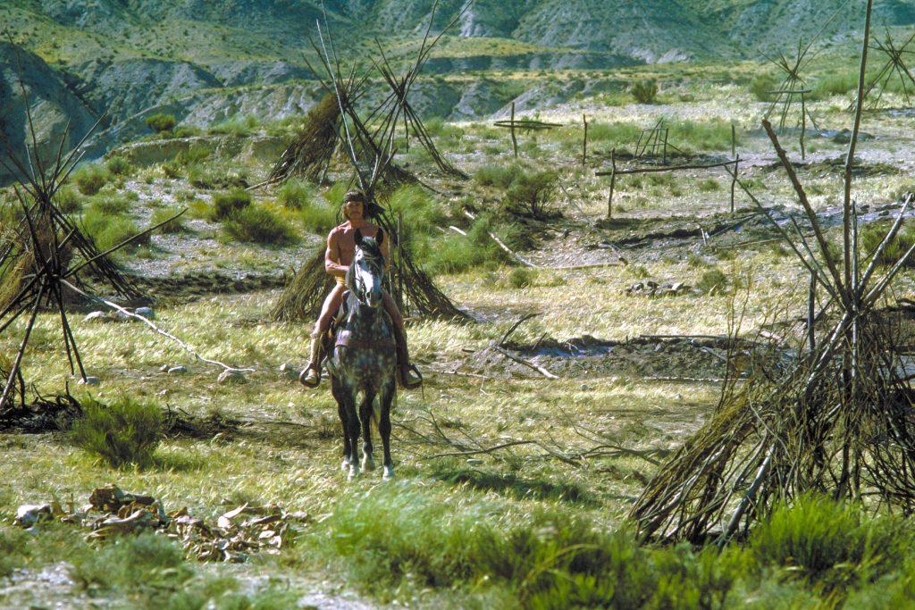 Chato kennt die unwegsamen Gefilde wie seine Westentasche... | CHATOS LAND © Capelight Pictures