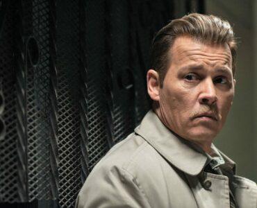 Detective Russel Poole (Johnny Depp) guckt erschrocken.