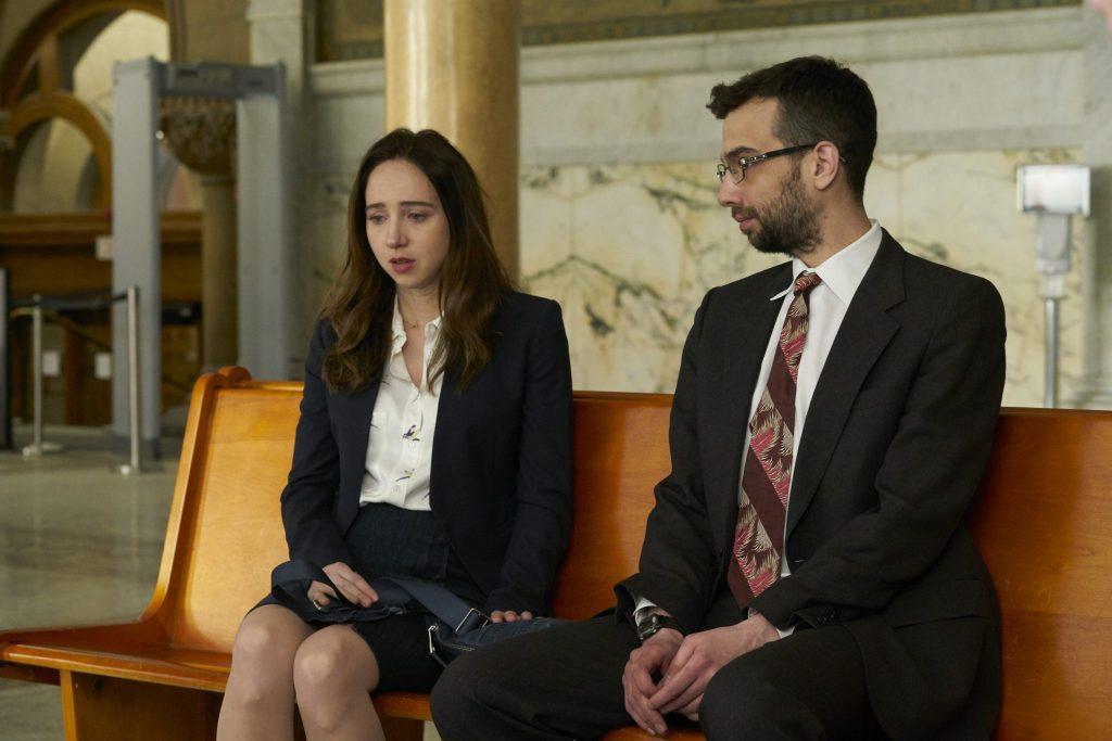 Clara wird von dem freundlichen Anwalt John Peter (Jay Baruchel) unterstützt in The Kindness Of Strangers © 2019 Alamode Film