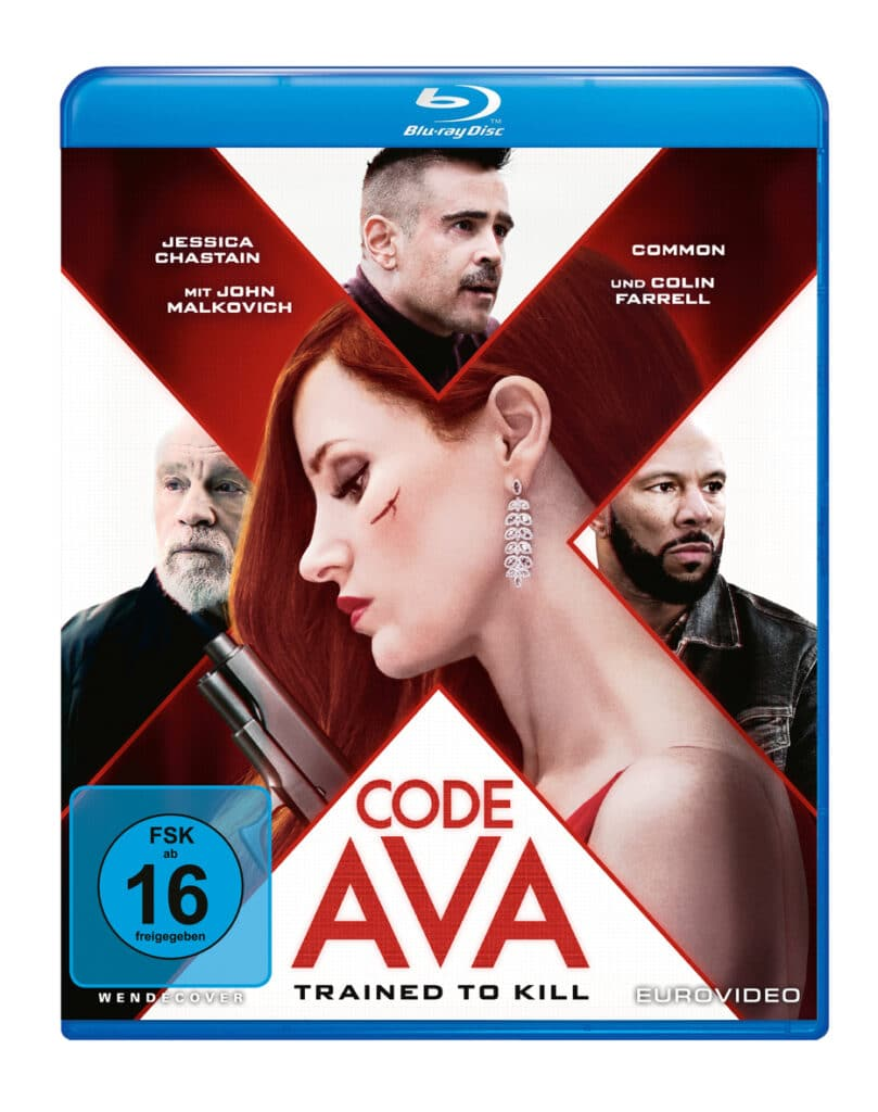 """Das deutsche Blu-ray Cover von """"Code Ava - Trained to Kill"""" ist farblich in weiß und rot gehalten. Dabei ist die Grundierung weiß und ein X erstreckt sich von allen vier Ecken in rot gehalten über das Cover. In diesem X ist Jessica Chastain von der Seite zu erkennen. Sie blickt hinunter. In den weißen Flächen sind jeweils John Malkovich, Colin Farrell und Common zu sehen. In der unteren weißen Fläche steht in roter Schrift der Filmtitel."""