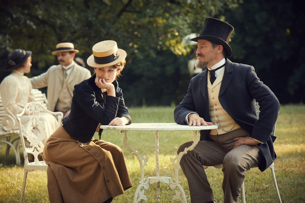 "Colette (Keira Knightley) und ""Willy"" (Dominic West) in Paris ©DCM Film Distribution"