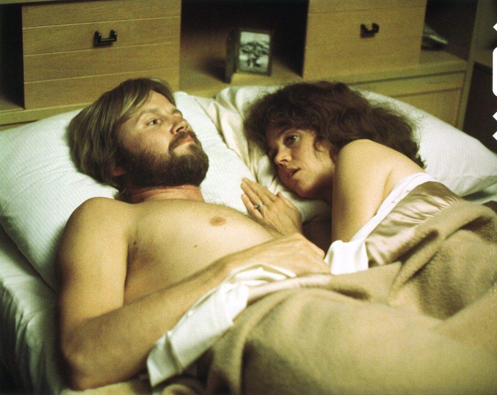 Sally und Luke landen im Bett | Coming Home - Sie kehren heim © Koch Films