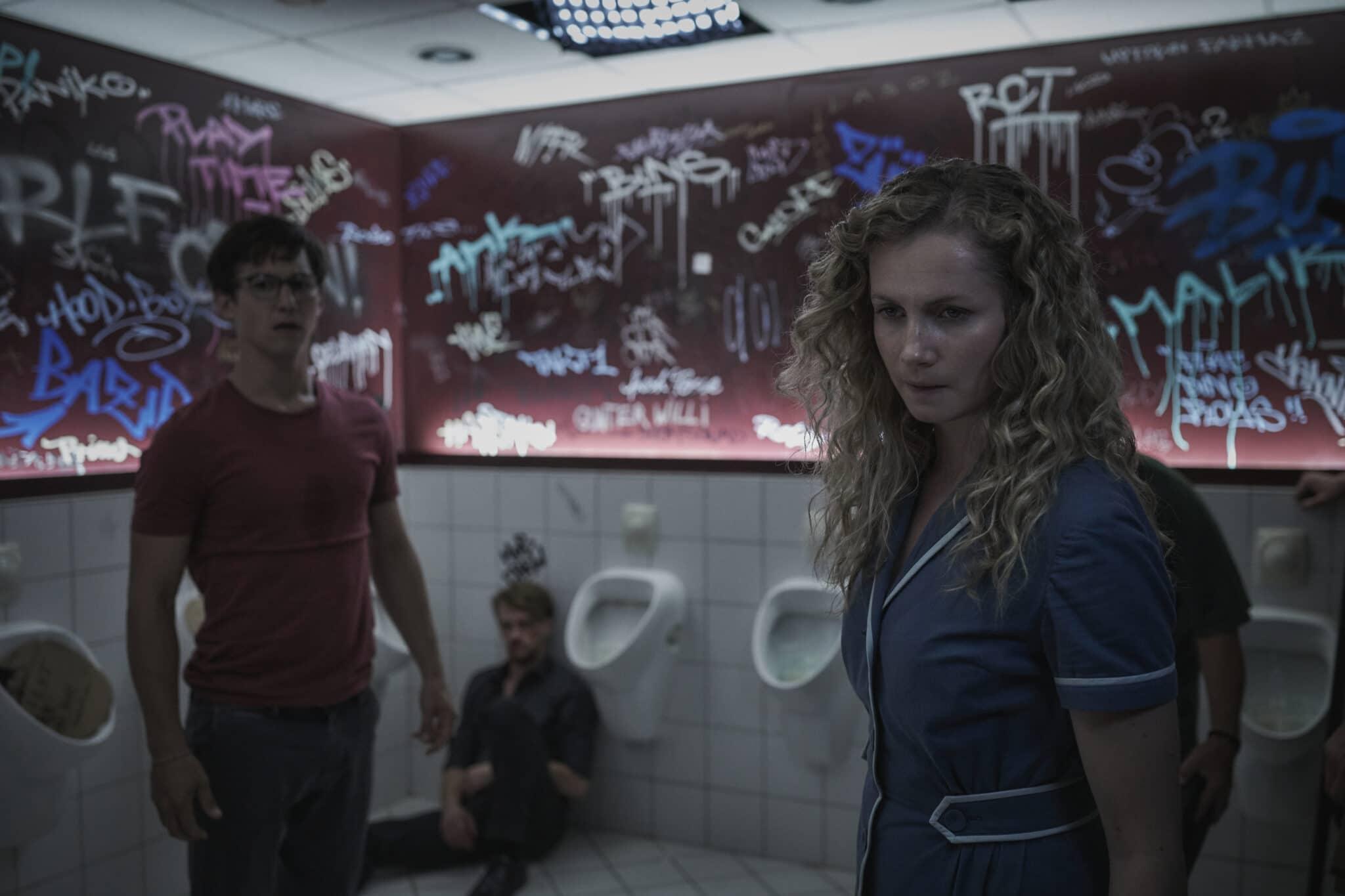 Wendy und Elmar zusammen in einem Waschraum