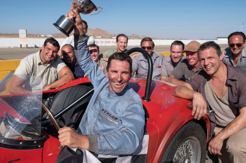 """Ken Miles (Christian Bale) gewinnt ein kleines Rennen in """"Le Mans 66"""""""