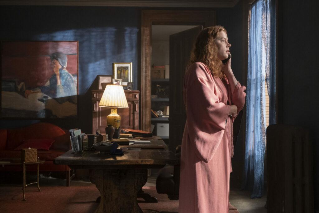 Anna telefoniert mit der Polizei | The Woman in the Window