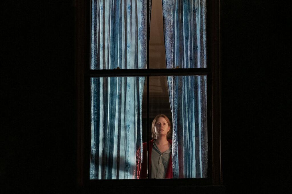 Anna blickt erneut aus dem Fenster | The Woman in the Window
