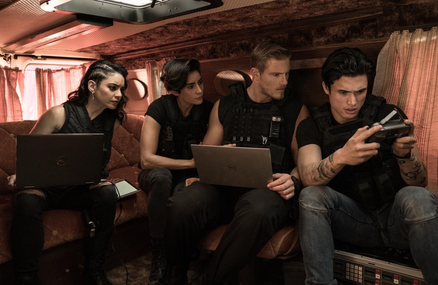 Das neue Team sitzt zusammen auf der Couch in Bad Boys for Life