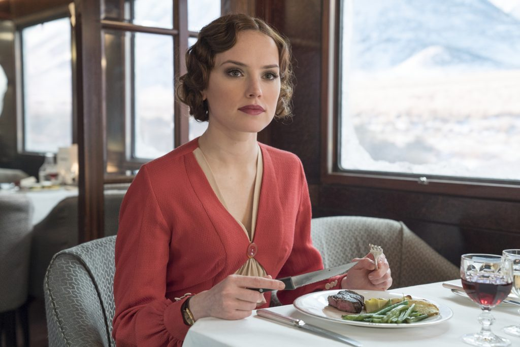 "Daisy Ridley als ""Mary Debenham"" in ""Mord im Orient Express"" by 20th Century Fox"