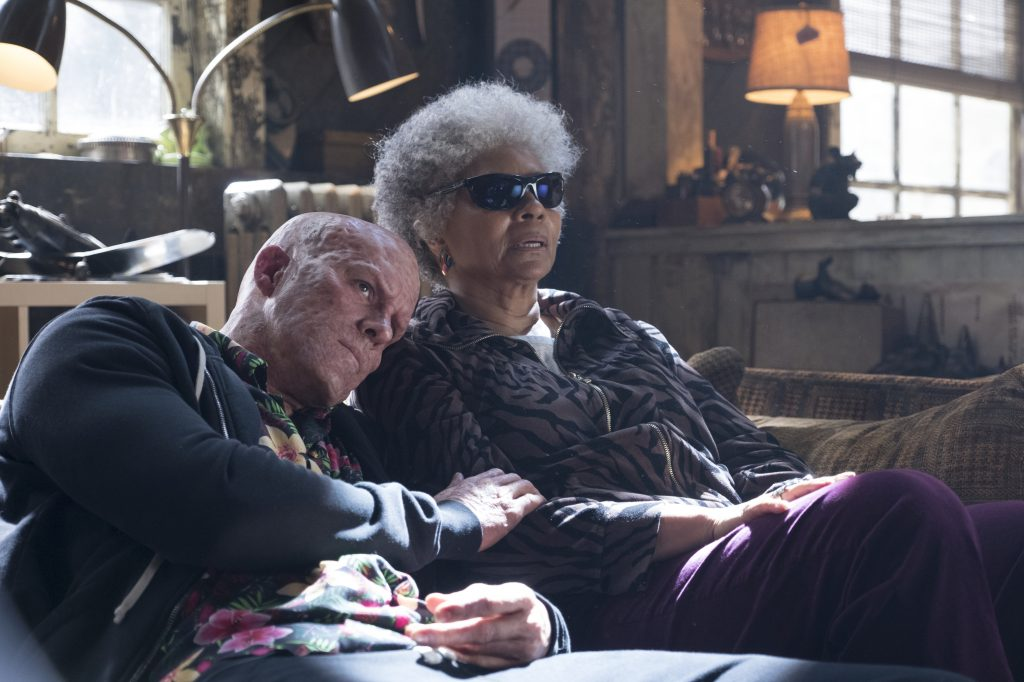 "Noch ist alles in bester Ordnung. ""Deadpool"" (Ryan Reynolds) schmiegt sich an ""Blind Al"" (Leslie Uggams) in ""Deadpool 2"" ©20th Century Fox"