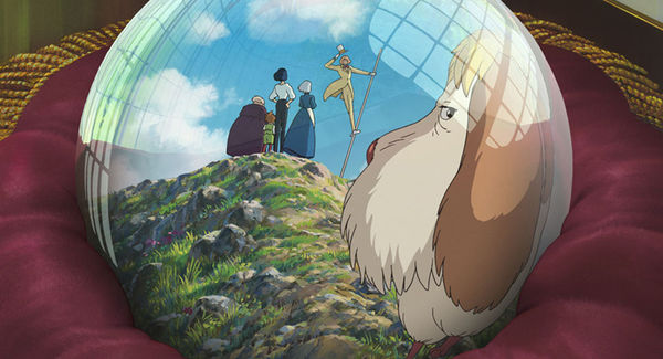In einer Kristallkugel sind Hauro, Sophie und deren Freunde zu sehen