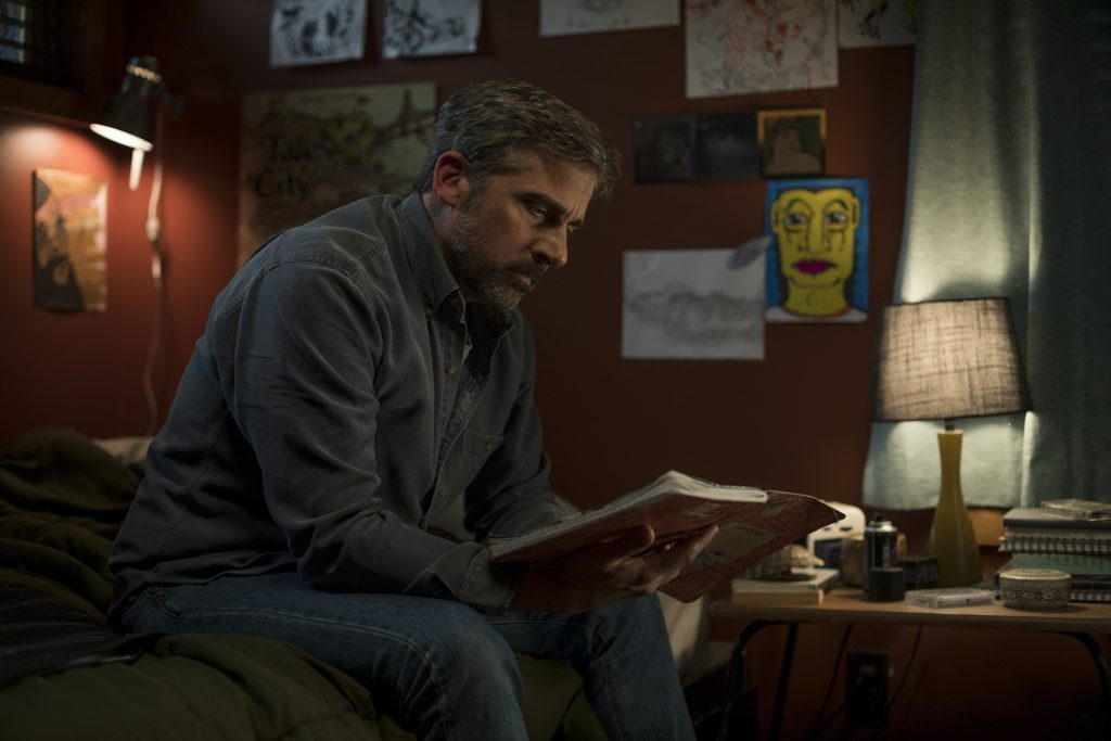 David ließt die Notizen seines Sohnes in Beautiful Boy © 2018 Amazon Content Services