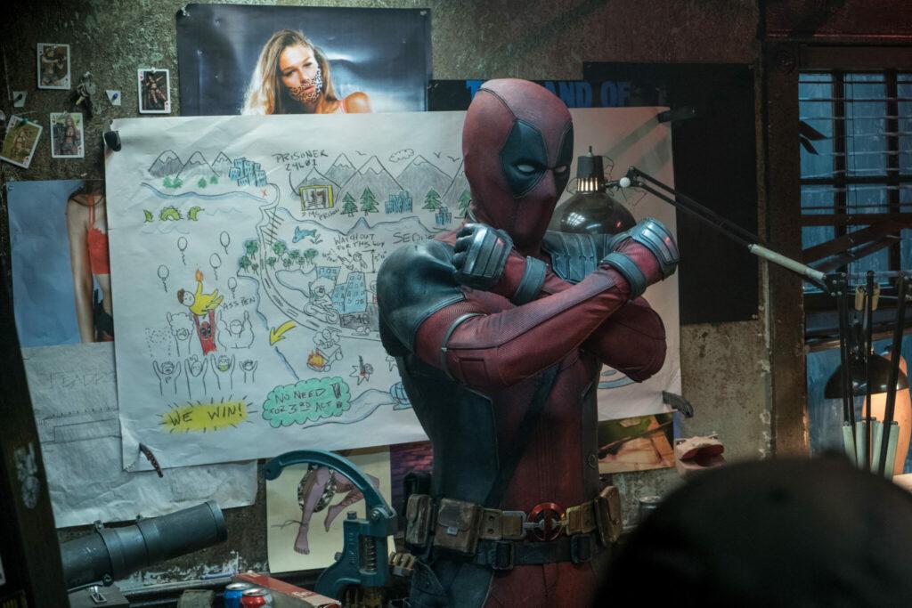 Deadpool erläutert seinen Plan vor einer selbst gezeichneten Skizze - Neu auf Netflix im März 2021