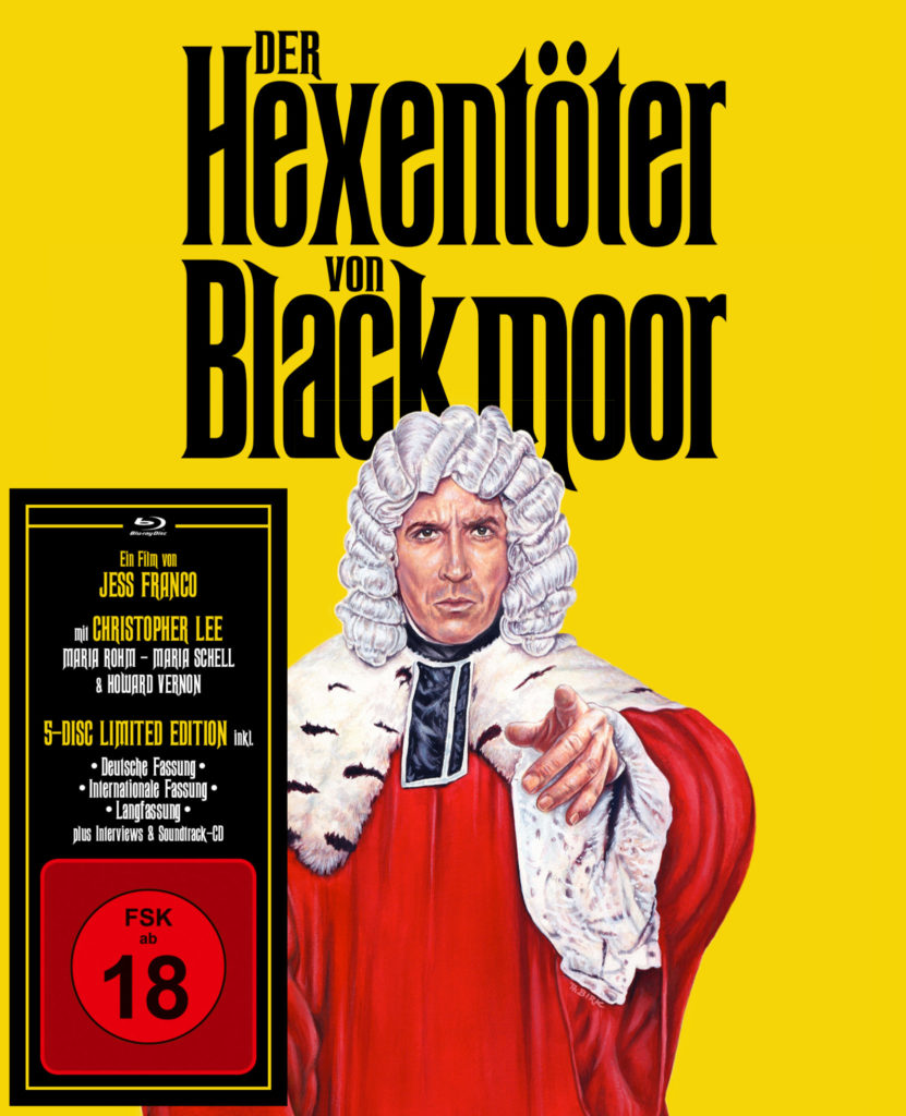 Das Cover des Mediabooks von Der Hexentöter von Blackmoor zeigt Christopher Lee als Richter mit ausgestrecktem Zeigefinger vor gelbem Hintergrund