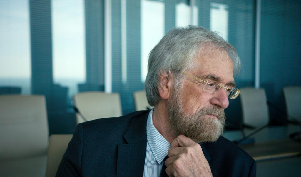 Der ehemalige Chefvolkswirt der Europäischen Zentralbank Peter Praet muss überlegen
