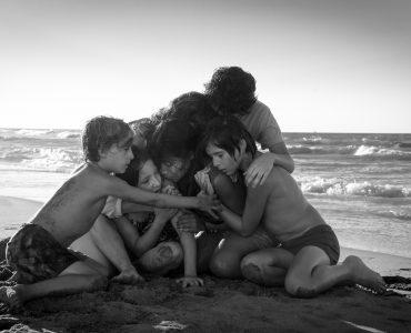 Die Familie steht auch in schweren Zeiten zu Cleo in Roma © 2018 Netflix