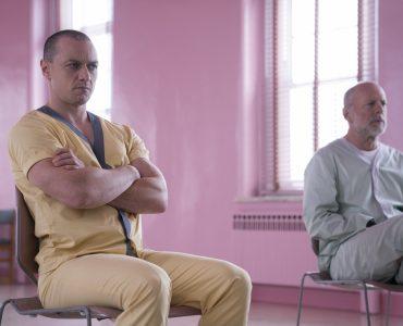 Die Patienten Kevin (James McAvoy) und David (Bruce Willis) sind alles andere als begeistert in Glass © The Walt Disney Company Germany