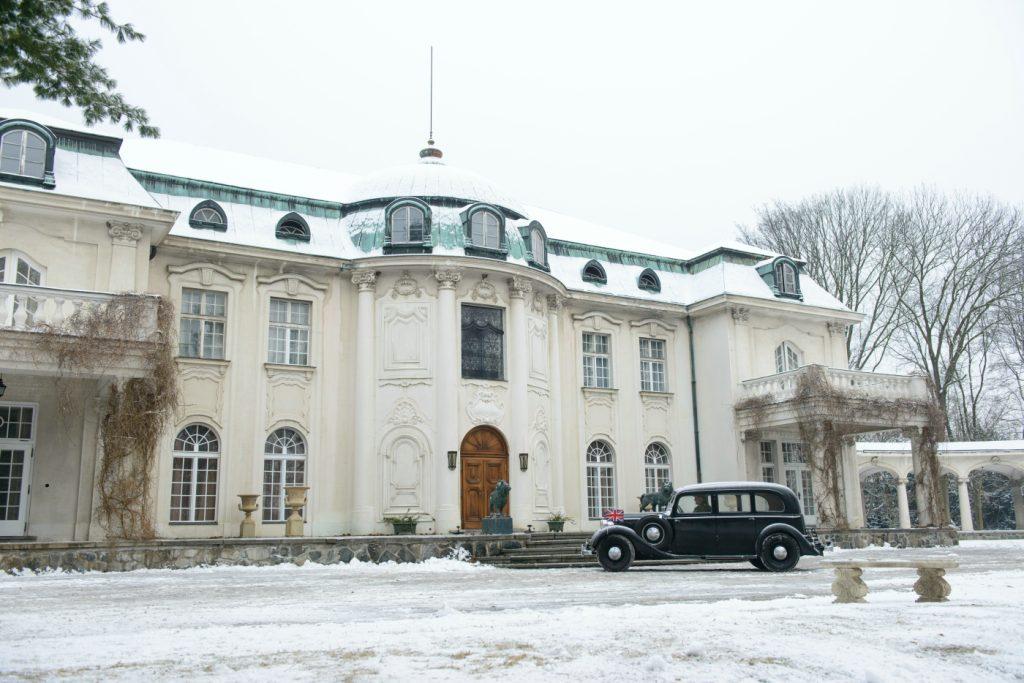 Die Villa Lubert, wie sie von Franz Lustig eingefangen wurde, ist ein Herrenhaus in der Umgebung von Prag ©20th Century Fox