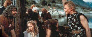 Morgana (Janet Leigh) wird von Ragnar (Ernest Borgnine) und seiner Bande in Gefangenschaft genommen. | DIE WIKINGER © capelight pictures