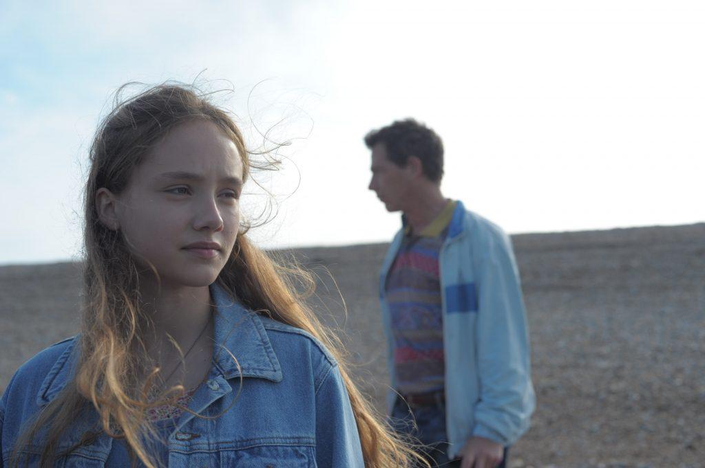 """Ruby Stokes und Ben Mendelsohn als """"Junge Una"""" und """"Ray"""" in """"Una & Ray"""""""