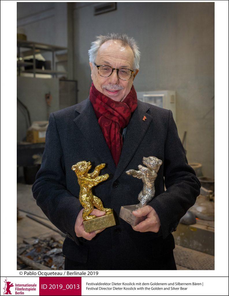 Direktor Dieter Kosslick mit dem Goldenen und dem Silbernen Bären ©Pablo Ocqueteau/ Berlinale 2019