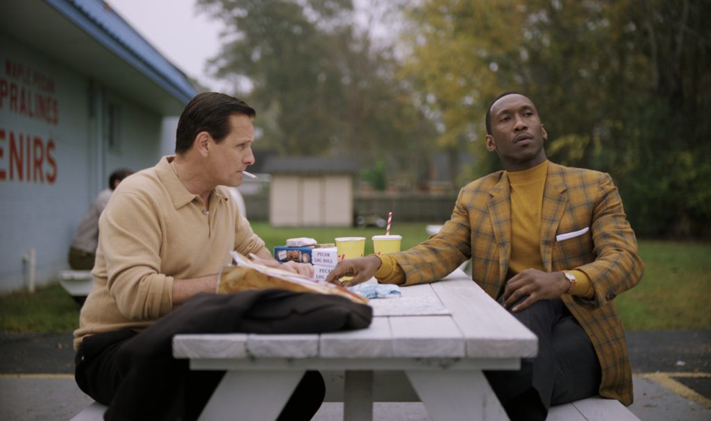 Don Shirley (Mahershala Ali) nutzt seine Wortgewandtheit, um Tony Lip (Viggo Mortensen) bei den Briefen an seine Frau zu helfen © 2018 eOne Germany