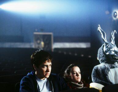 Donnie, Gretchen und Frank sitzen im Kino und schauen The Evil Dead
