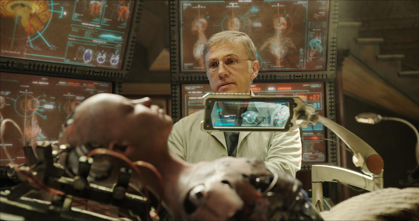 Dr. Dyson Ido (Christoph Waltz) repariert die gefundenen Überreste Alitas (Rosa Salazar) ©20th Century Fox