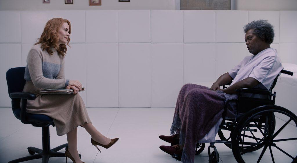 Dr. Staple und Mr. Glass im persönlichen Gespräch in Glass © The Walt Disney Company Germany