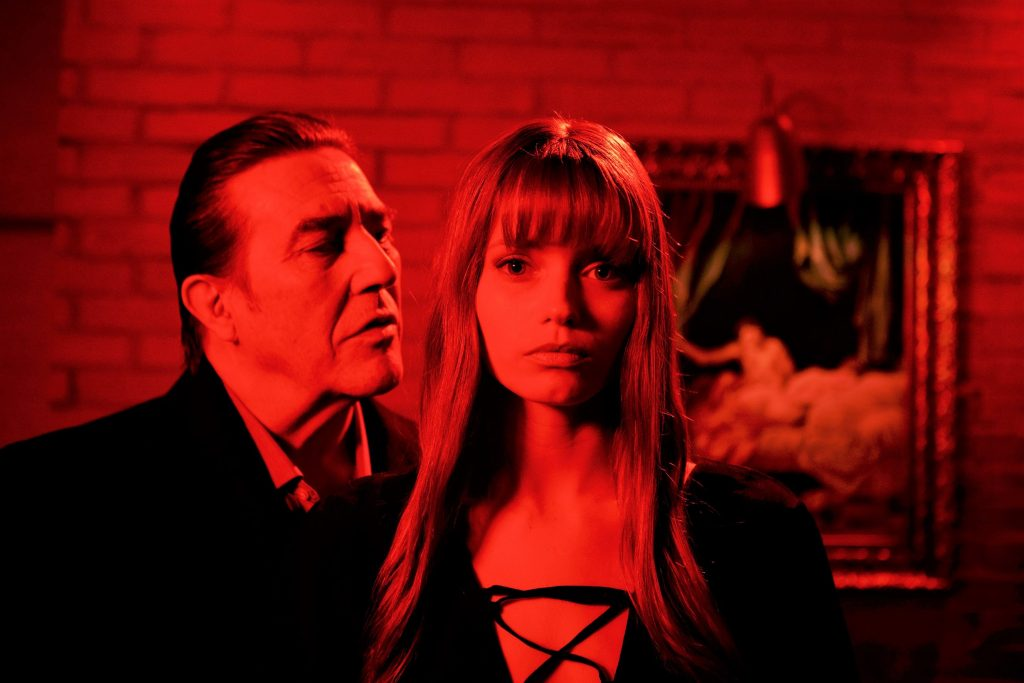 Abbey Lee und Ciarán Hinds in Elizabeth Harvest. © Capelight Pictures