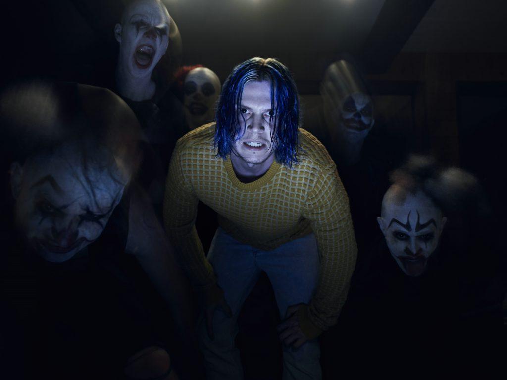 Kai Anderson schart seine Anhänger um sich. American Horror Story: Cult © 2017 Twentieth Century Fox