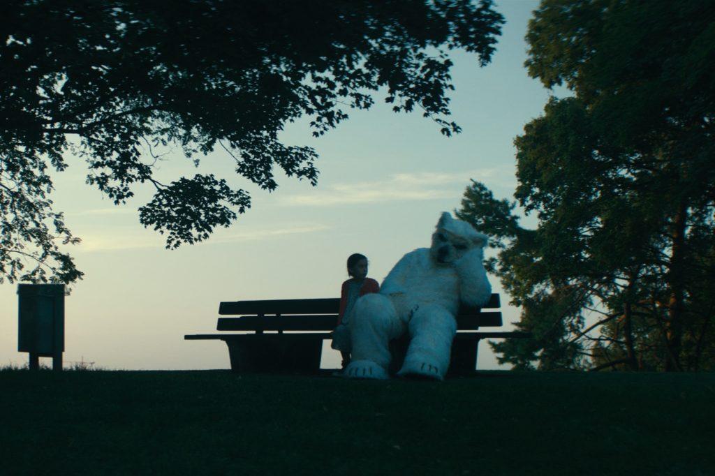 Ein Eisbär in Finsterworld
