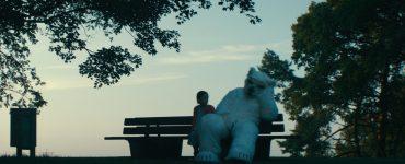 Ein Eisbär auf Identitätssuche in Finsterworld ©Alamode Film