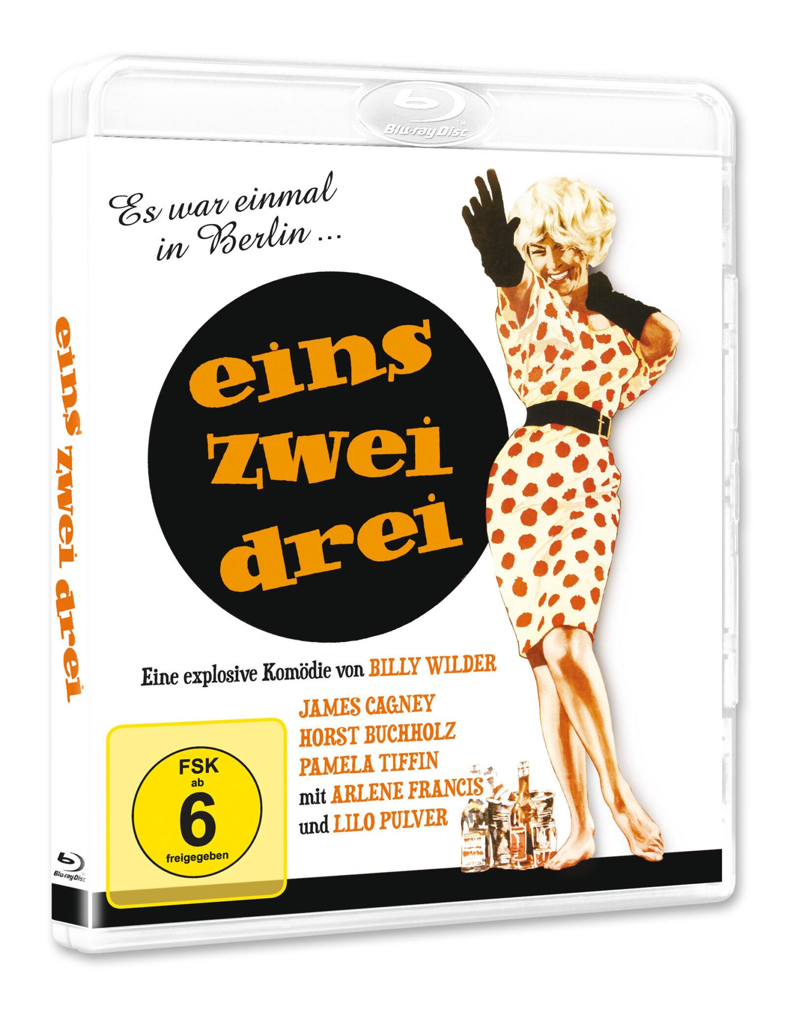 Das Cover der Blu-ray zu Eins, zwei, drei zeigt Liselotte Pulver in ihrer Rolle der Fräulein Ingeborg, wie sie im Polka-Dot-Kleid tanzt.