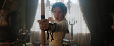 Enola Holmes spannt den Bogen