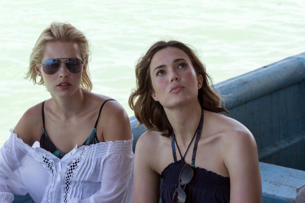 Lisa und Kate sitzen im Boot, gespannt, was denn da kommen wird - 47 Meters Down