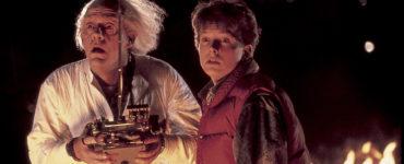 Christopher Lloyd als Doc Brown und Michael J. Fox als Marty McFly in Zurück in die Zukunft.