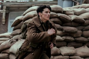Fionn Whitehead rennt um sein Leben in Dunkirk von 2017