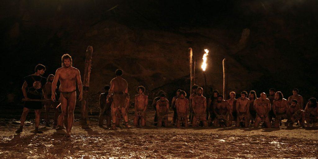 In The First King werden Sklaven in einer Arena zu Kämpfen gezwungen