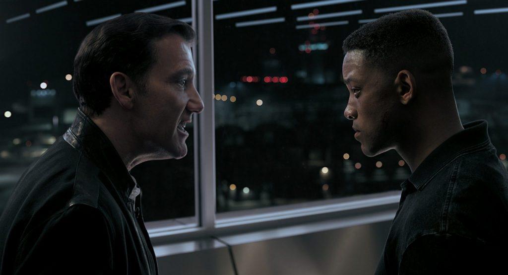 Clay Verris (Clive Owen) steht Junior (Will Smith) von Angesicht zu Angesicht und weist ihn zurecht.
