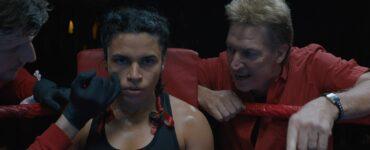 Tanne schwärt Alina in der Ecke des Boxrings auf die nächste Runde ein.
