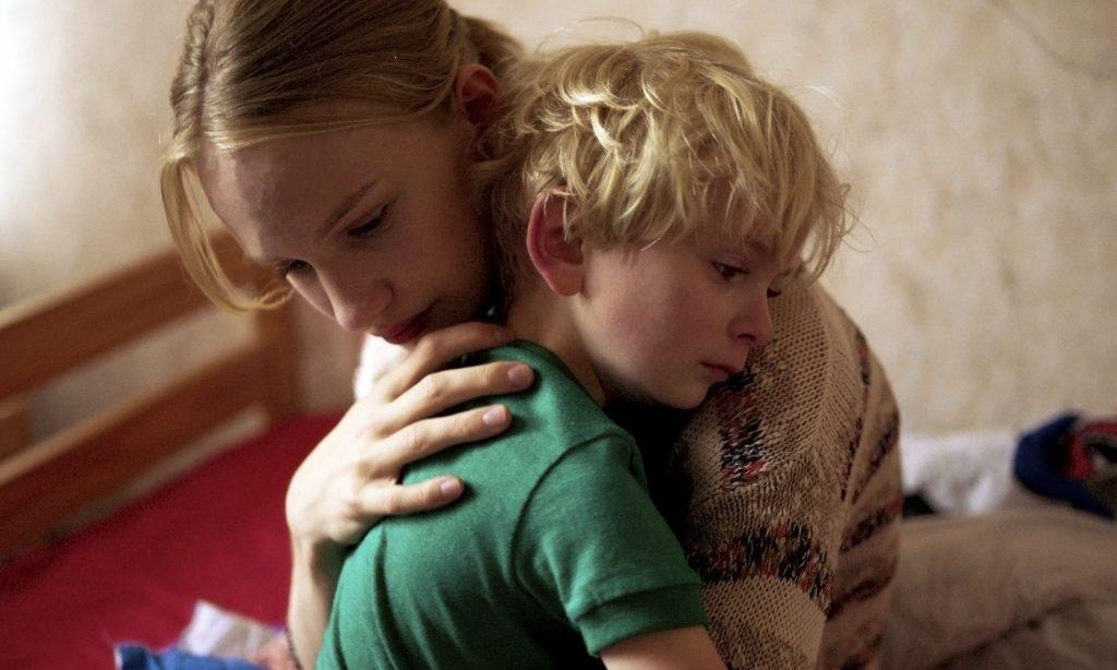 Lara und ihr kleiner Bruder in Girl. © Universum Film