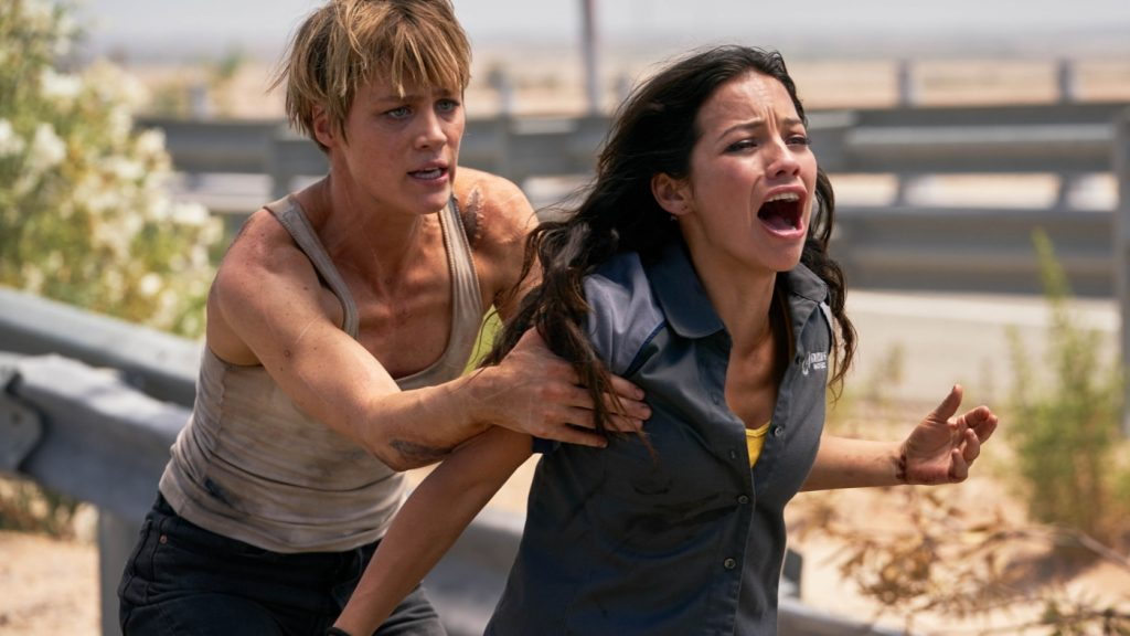 Grace (Mackenzie Davis) beschützt Dani (Natalia Reyes) mit allen Mitteln in Terminator: Dark Fate © 2019 Twentieth Century Fox