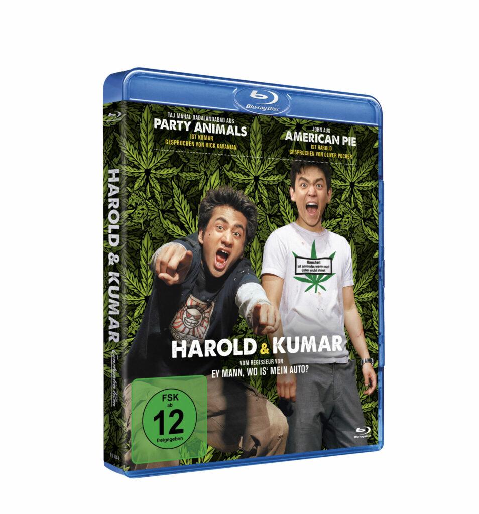 Das Blu-ray-Cover von Harald & Kumar zeigt die beiden Hauptdarsteller vor einem Hintergrund, der mit Marihuana-Pflanzen überdeckt ist und wie sie lachend in die Kamera schauen.