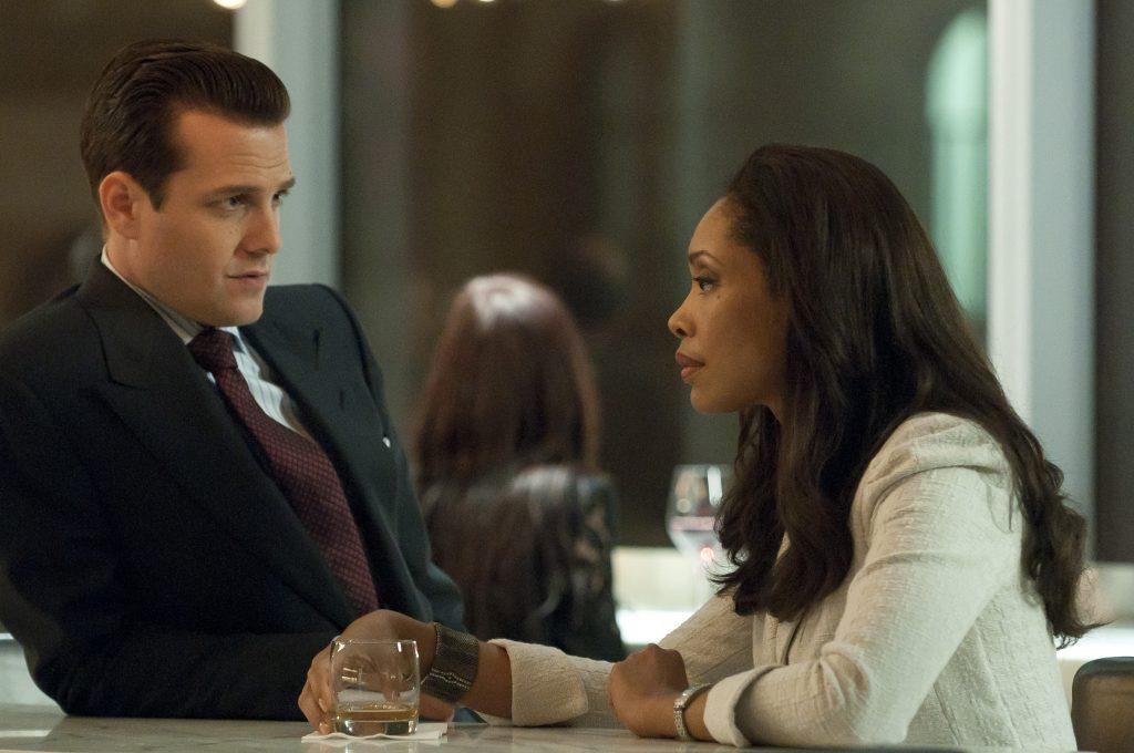 Harvey Specterund Jessica Pearson im Gespräch in Suits